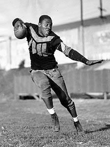Ozzie Simmons at the University of Iowa in a publicity photo from the mid 1930s. Simmons was a star football player at Fort Worth's I.M. Terrell High School. (Photo courtesy of the Des Moines Register)